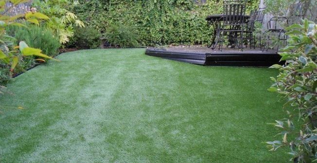 Artificial Garden Grass in Rollestone